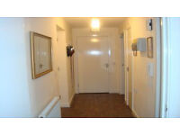 Lovely 2 Bedroom Flat in E14 for yout 2 or 3 Beds in West London