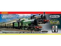Hornby R1097 Digital East Coast Pullman Train Set