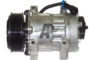 FREIGHTLINER A/C COMPRESSOR Kitchener / Waterloo Kitchener Area image 1