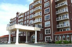 Beautiful corner 2+den/3 Bedroom unit Cl pk West for March 1