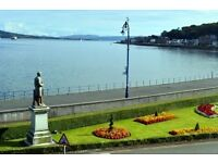 Rothesay: Spacious, bright, 2 bed seafront flat. Fab views,. Gas C/H. Double Glazing. Free Parking.