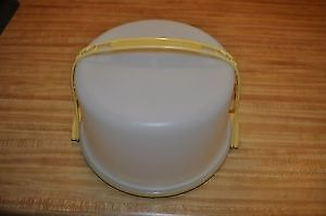 Tupperware 9inch round Cake Carrier with handle $25.00