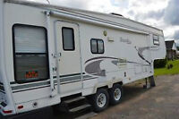 Beautiful 5th wheel with lots of room!