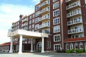Beautiful 2 Bedroom Clayton Park West for July 1 /w indoor pool