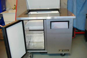 Refrigerated sandwich table