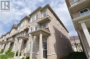 Townhouse - Renting 4 bedrooms and 1 garage parking space