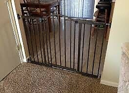 Baby gate or pet gate