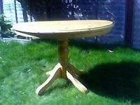 Round dining table pine
