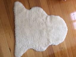 UGG RUG - Sheepskin , hardly used