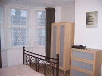 Bedroom for single professional 5 min fr Watford Junction