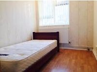 Single Room in Bootle, 10 min to Liverpool City Centre, Modern furniture
