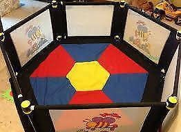Valco Veebee Large Playpen - 6 sides & mat - excellent condition