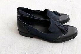Clarks size 5 navy loafers