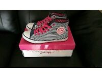 Pineapple converse style shoes trainers size 5 brand new