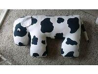 Floppeze cow feeding/nursing cushion