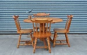 Round table with 4 Chairs. Good Condition