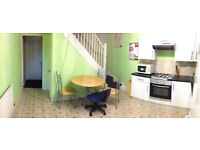 Room to let - Montpelier Rd. 3 bed house to share with 2 other students - close to South Ent of Uni