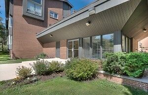 LARGE APARTMENTS IN CLAYTON PARK, CLEAN AND QUIET 241 WILLETT