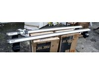 Thule Wing Bars 962 and Footpack 754