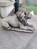 Pair of lions for front door decoration