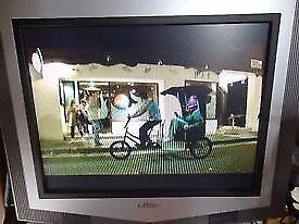 logik LCX17NQ4 flatscreen LCD 17 inch TV