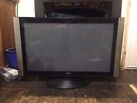 "47"" Hitachit TV x2 (HDMI)"