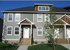 Grandiose Townhome 34 Reid Court, Sylvan Lake  June 1st $1395