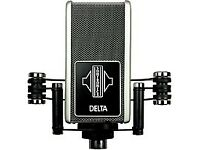 Delta Ribbon Microphone with hard case - Microphone stand is included!!