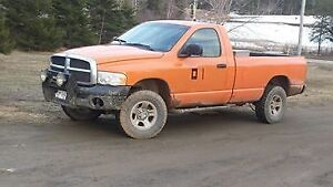 2003 Dodge Ram 15004x4Single cab 5 speed manual trans PART OUT