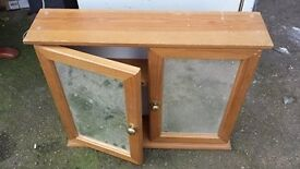 pine bathroom cabnet good condition only £5.00