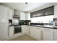 Lovely 2 bedroom apartment in walking distance of Wimbledon Chase Station and shops.