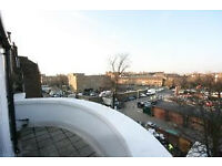 Three (3) bedroomed penthouse apartment w/ a stunning balcony that overlooks London - in Angel.