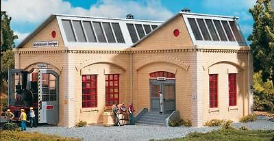 PIKO 1/32 SCALE GOEPPLINGEN LOCO SHED MAXI | BN | 63003