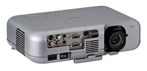 VIDEO PROJECTOR - LIKE NEW