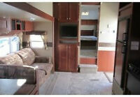 (PRICE REDUCED )2010 30' Zinger Fifth Wheel bunk house model.
