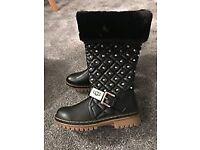 Black ugg boots size 3