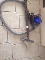 Vaccum dyson dc26 working and cleaned comes with tools