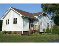 Cute Bungalow in Family Friendly Bayview School Area