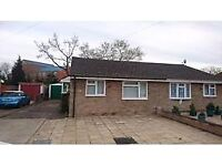 2 bed bungalow off road parking & garage near M3