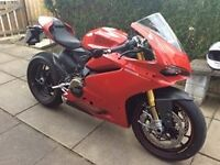 Ducati Panigale 1299s as new with extras.