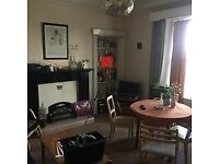 Room to rent in large 7 bedroom property in Parkside Terrace (R 6)