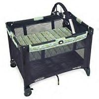 Graco pack and play w basinnet and 3 sheets