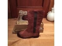 GENUINE LADIES UGG BOOTS-NEW IN BOX-SIZE 5.5