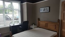 NEXT TO CATFORD BRIDGE STATION,DOUBLE ROOM,HOUSE SHARE,ALL BILLS INCLUDED