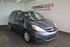 2009 Toyota Sienna - Leather !!