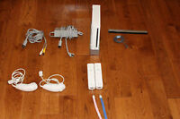 Wii console, comes with 2 manettes, 2 nunchucks and carrying bag