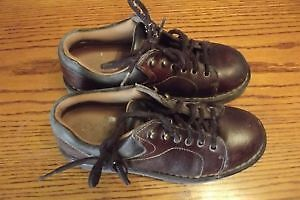 Leather safety shoes, size 7,