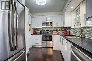 $2750 ENTIRE beautifully renovated house in Richmond Hill !!!!!