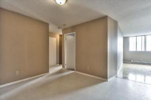 2 Bedrooms, ground Floor and 5 minutes from St-Laurent Center