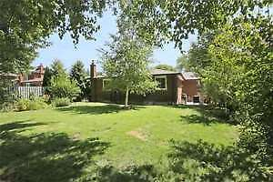 BRIGHT CLEAN SPACIOUS 3BR MAIN FLOOR BUNGALOW IN NEWMARKET